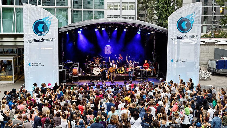 Beispiel Open Air Bühne mit Runddach